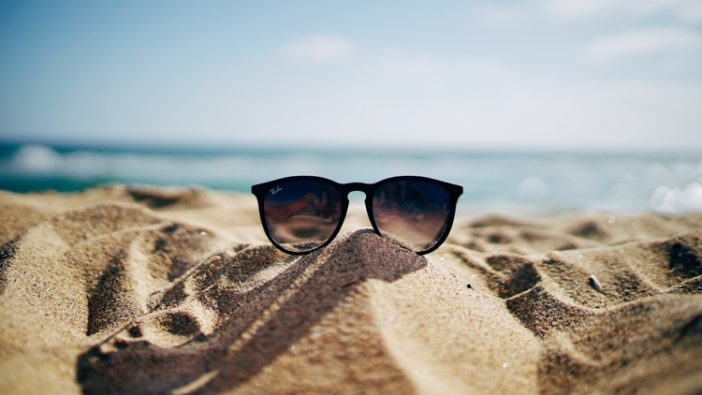 sand beach sunglasses, Teambuilding in Summer